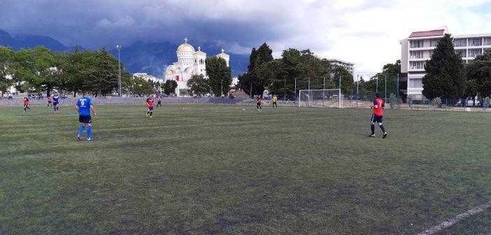 Utakmicom između seniora Hajduka i Obilića poslije 82 dana pauze, fudbal se vratio u Baru